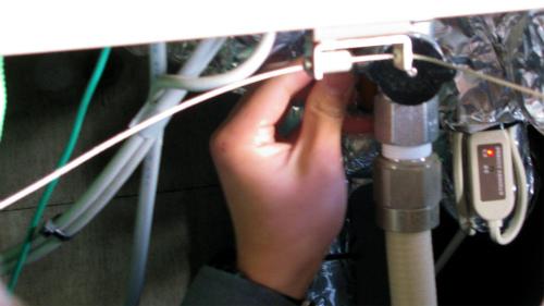 ガス栓を開ける作業1